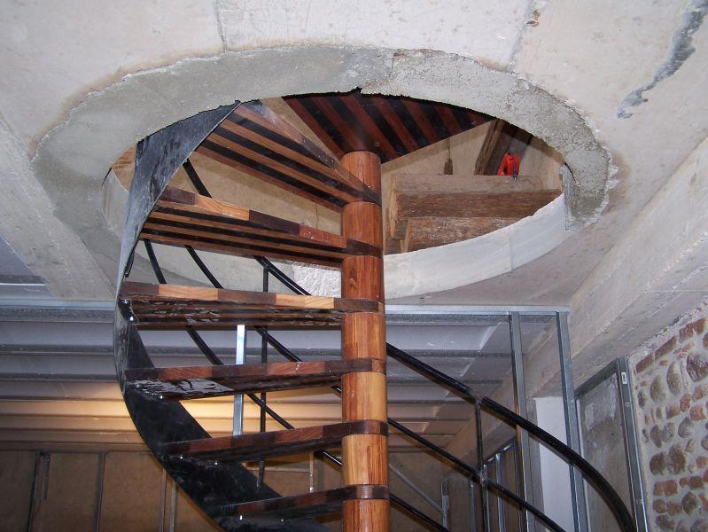 Vivre dans une grange toiture for Ouverture tremie pour escalier