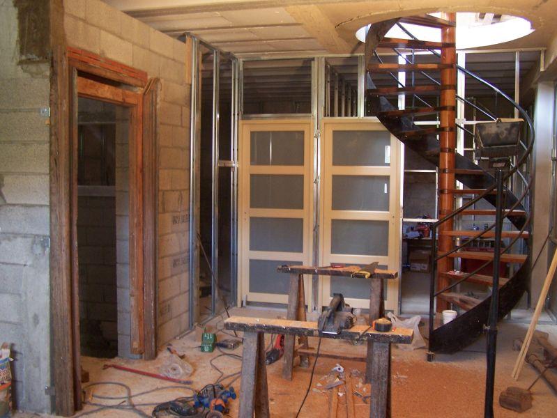 Vivre dans une grange rails et placo for Fenetre interieure cloison placo