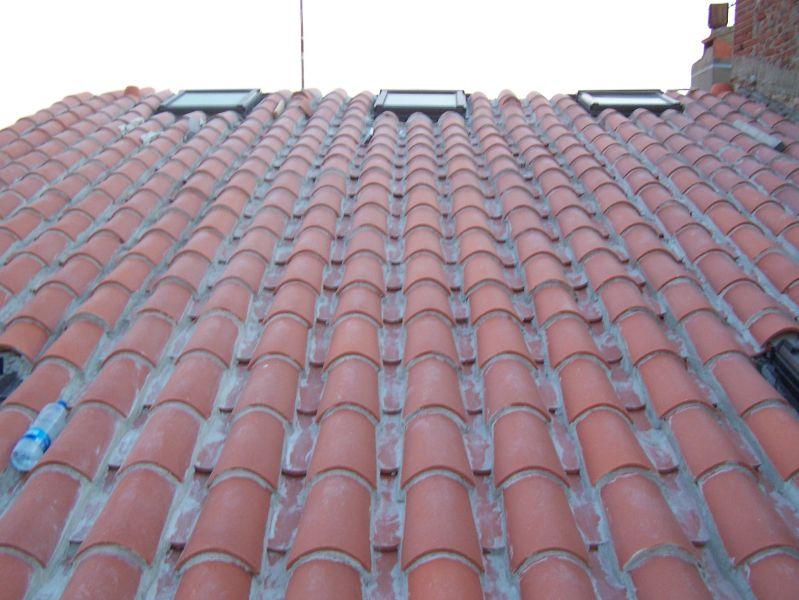 pose des fenêtres de toit fixes et fin de la toiture